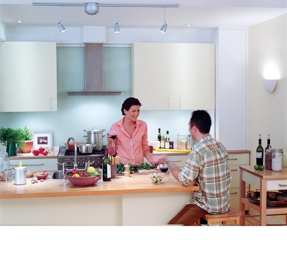 wohnzimmer und k che in einem raum genug platz. Black Bedroom Furniture Sets. Home Design Ideas